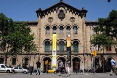 Universitat de Barcelona (Edifici Històric)   Va matricular-se a aquesta universitat l'any 1947 per estudiar àlgebra i la carrera de matemàtiques durant tres anys.