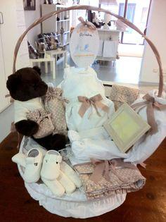 Baby Gift Basket. Canastilla Bebé.   http://www.teleciguena.com/producto/cesta-clasica-plena-con-oso