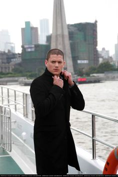 On day two of Went's visit in Shanghai, Went was photographed ferrying around the lake in a rubber dinghy at Central Park in Pudo. Michael Scofield, Prison Break Quotes, Wentworth Miller Prison Break, Mick Rory, Leonard Snart, Superhero Memes, Dc Legends Of Tomorrow, Big Sean, Best Actor