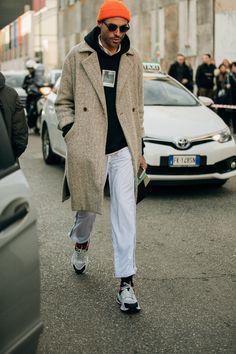 Suits You: The Best Milan Fashion Week Men's Street Style Fashion Week Hommes, Mens Fashion Week, Suit Fashion, Gentleman Mode, Gentleman Style, Mode Streetwear, Streetwear Fashion, Casual Street Style, Vogue Paris
