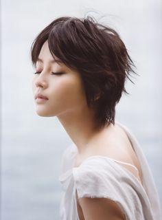Maki Horikita #choppyhairstyles http://www.varinsalon.com/
