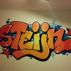 Graffiti murals- Graffiti muurschilderingen Do you want a cool nursery? Then have your name sprayed on your bedroom wall by a real graffiti sprayer! Graffiti Names, Graffiti Words, Graffiti Drawing, Graffiti Murals, Street Art Graffiti, Graffiti Bedroom, Graffiti Furniture, Graffiti Workshop, Name Art
