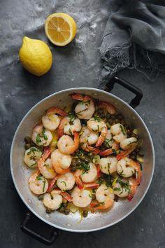 Γαρίδες+σκορδάτες+με+κάππαρη How To Cook Fish, Potato Salad, Shrimp, Potatoes, Cooking Fish, Meat, Ethnic Recipes, Book, Potato
