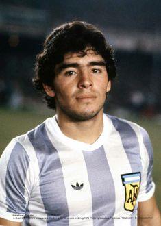 Fresh faced Diego Armando Maradona in Football Icon, World Football, Football Shirts, Football Players, Lionel Messi, Diego Armando, Most Popular Sports, Best Player, World Cup