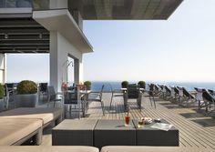 AC Hotel Barcelona Forum se encuentra una de las terrazas más espectaculares de Barcelona: el destino favorito para el afterwork de la ciudad.