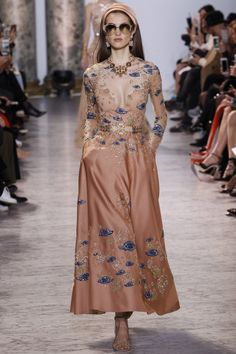 The complete Elie Saab Spring 2017 Couture fashion show now on Vogue Runway. Elie Saab Couture, Couture Mode, Style Couture, Couture Fashion, Fashion Moda, Fashion Week, Fashion 2017, Runway Fashion, Fashion Show