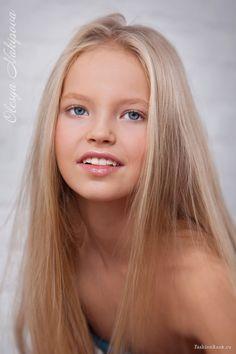 zoe kurzenkova born february 26 2004 fashion child model from russia yana chuvalova