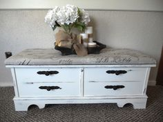 White distressed cedar chest with top cusion Diy Furniture Decor, Paint Furniture, Repurposed Furniture, Shabby Chic Furniture, Furniture Projects, Furniture Makeover, Refurbishing Furniture, Cedar Chest Redo, Painted Cedar Chest