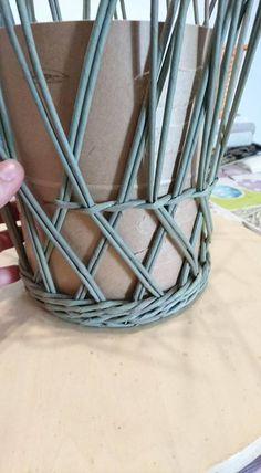 weaving paper scrolls --comprehensive photo instructions http://oblacco.com/pletenye-podsvechnik-i-korzinka/
