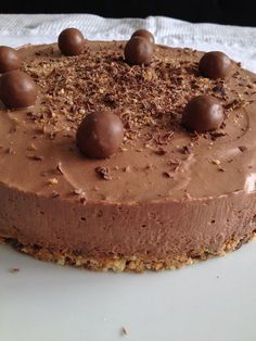 Découvrez une recette de gâteau avec une mousse ultra légère au chocolat et une base craquante à base de biscuits !