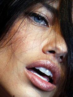 Adriana Lima - The face Beautiful Lips, Most Beautiful Women, Girl Face, Woman Face, Adriana Lima Style, Adriana Lima Makeup, Kreative Portraits, Brazilian Models, Farrah Fawcett