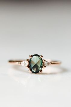 Perfection in rich green sapphire. Perfection in rich green sapphire. - Perfection in rich green sapphire. Perfection in rich green sapphire. Perfection in rich green sapp - jewelry Engagement Ring Rose Gold, Morganite Engagement, Engagement Ring Settings, Vintage Engagement Rings, Vintage Rings, Vintage Jewelry, Alternative Engagement Rings, Pretty Rings, Ring Verlobung