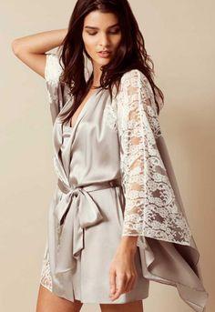 Hochwertige Dessous und Seiden-Kimonos sind wunderschöne Geschenk 644891099