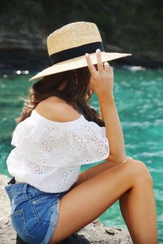 Hats for Women: off shoulder eyelet top, straw hat, jeans shorts. Outfits With Hats, Mode Outfits, Outfits With Jean Shorts, Mode Statements, Looks Style, My Style, Southern Curls And Pearls, White Off Shoulder Top, Oufits Casual