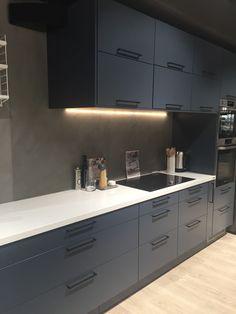 Mørk kjøkkeninnredning fra Lefdal