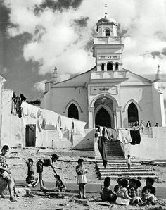 A Mosque in Bo-Kaap 1960| Flickr - Photo Sharing! Old Pictures, Old Photos, Vintage Photos, Apartheid Museum, Cities In Africa, Cape Town South Africa, Most Beautiful Cities, Historical Pictures, African History