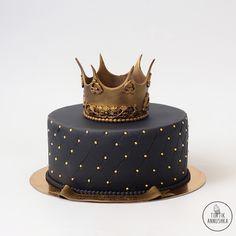 black cake with a crown - Birthday Cake Fruit Ideen Elegant Birthday Cakes, Birthday Cakes For Men, Golden Birthday Cakes, Easy Birthday Cake Recipes, Birthday Cake For Boyfriend, Beautiful Birthday Cakes, Homemade Birthday Cakes, Birthday Cake Cookies, Vanilla Birthday Cake Recipe