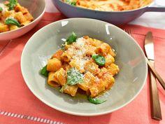 Use gluten free pasta. Get Pasta Pomodoro for Two Recipe from Food Network Italian Pasta, Italian Dishes, Italian Recipes, Date Night Recipes, Dinner Recipes, Pasta Pomodoro Recipe, Recipe Pasta, Kitchen Recipes, Cooking Recipes