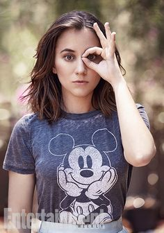 Zelda Williams, daughter of comedic genius and bonafide legend Robin Williams, gave an insightful interview to Entertainment Weekly about her late father while also promoting her latest starring role in the movie Dead Of Summer where she plays a trans character. The picture of her which accompanied the article shows her engaging in a brash Eye Of Horus display.