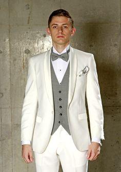 オフホワイトナローショールカラータキシード。新郎様らしさ、華やかさのあるタキシードです。