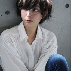 HAIR(ヘアー)はスタイリスト・モデルが発信するヘアスタイルを中心に、トレンド情報が集まるサイトです。20万枚以上のヘアスナップから髪型・ヘアアレンジをチェックしたり、ファッション・メイク・ネイル・恋愛の最新まとめが見つかります。 Cut My Hair, New Hair, Hair Cuts, Boy Cut For Girl, Short Hair Hacks, Korean Short Hair, Shot Hair Styles, Girl Short Hair, Hairstyles Haircuts