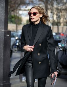 Olivia Palermo with an oversized blazer . One of my favorite trends for Fall 2016 . But really a timeless piece and look . Fashion Week Paris, Trend Fashion, Look Fashion, Fashion Tag, Fashion Black, Fashion 2017, Fashion Outfits, Olivia Palermo Stil, Outfits Inspiration