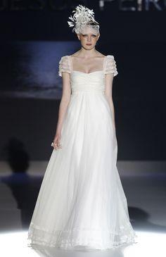 "Colección 2013 ""Soirée"" vestidos de novia de Jesús Peiró #vestidosdenovia #weddingdress #bcnbridalweek #tendenciasdebodas"