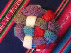 Breiproject.Haarlem: Leuke bal om te breien....(niet moeilijk !) Binky, Tricks, Baby Knitting, Stitch Patterns, Dog Cat, Quilts, Blanket, Haken Baby, Inspiration
