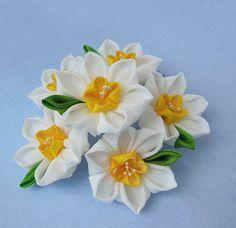 Large Bunch of Daffodil Flowers Tsumami Kanzashi por HanamiGallery, $77.00