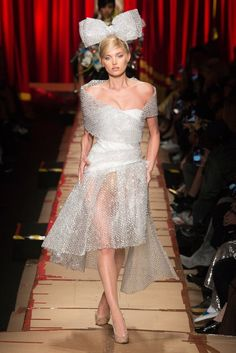 """This piece was designed by Franco Moschino. The closest thing I could find to a title was """"Look in his Fall 2017 Ready to Wear Collection. Moschino used bubble wrap to make this attractive dress and bow. Fashion Week, Fashion 2017, Runway Fashion, Milan Fashion, Dior Couture, Jeremy Scott, Weird Fashion, High Fashion, Recycled Dress"""