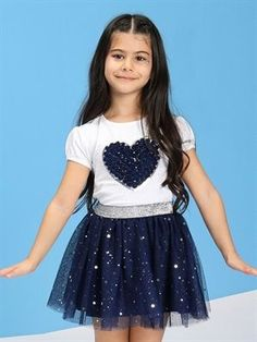 23 de abril camiseta de niña con bordado - LC WAIKIKI #abril #bordado #camiseta Baby Girl Dresses Diy, Little Girl Outfits, Little Girl Fashion, Kids Outfits, Kids Fashion, Girls Dresses, Frock Models, New Frock, Kids Frocks Design