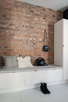 An exposed brick wall in a room doesn't always mean industrial. Moreover if we talk about the specific white brick wall, the style and design it suits will be way more than just one kind. Entry Stairs, Entry Hallway, Entryway, Scandinavian Interior Design, Scandinavian Living, Hallway Inspiration, Interior Inspiration, Decoration Hall, White Brick Walls