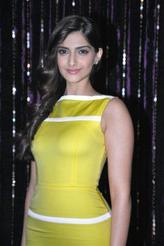 Sonam kapoor, Maintained her curves for Prem Ratan Daan Payoo Hot Images Of Actress, Bollywood Actress Hot Photos, Indian Bollywood Actress, Bollywood Girls, Beautiful Bollywood Actress, Beautiful Actresses, Indian Actresses, Actress Photos, Bollywood Heroine