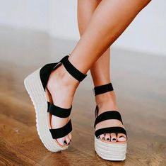 Madrid Platform Espadrille Sandals – Aliya How should the right shoe choice be? Cute Sandals, Cute Shoes, Me Too Shoes, Black Sandals Outfit, Alter Pullover, Platform Espadrille Sandals, Black Platform Sandals, Wedge Sandals, Strappy Sandals