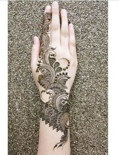 Intricate half hand mehndi design which is perfect for indian bridal mehndi or fusion bridal mehndi - especially for brides who don't want a lot of bridal mehndi done. Henna Hand Designs, Mehandi Designs, Mehndi Designs Finger, Stylish Mehndi Designs, Mehndi Designs 2018, Mehndi Designs For Girls, Beautiful Mehndi Design, Arabic Mehndi Designs, Arabic Henna