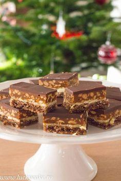 Prajitura Snickers - Lucky Cake Fancy Desserts, Cookie Desserts, Sweet Desserts, Sweet Recipes, Cake Recipes, Dessert Recipes, Homemade Sweets, Homemade Cakes, Lucky Cake