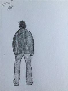 Achterkant van een jongen, ingekleurd met grijstinten.