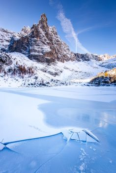 First light on Lago Sorapis in peak autumn. Dolomites, Italy
