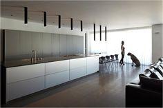 Moder Kitchens minimal design in a an Israeli apartment (by Pitsou Kedem Architects) Modern Interior, Interior Architecture, Interior Design, Clean Design, Minimal Design, Kitchen Bar Counter, Pitsou Kedem, Grand Designs, Wooden Walls