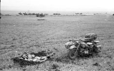 Description: Krim, May 1942 In the fight around the peninsula Kertsch Specially information: Russia. - Kradmelder in foxhole sleeping, besides BMW R75 with sidecar on free field.