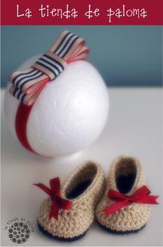 Crochet baby shoes and headband set