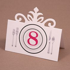 The delicate top on this place card is just perfect for all occasions and makes the table setting even more luxurious.