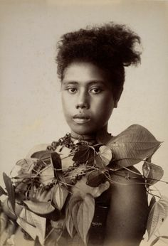 Portrait of a young Samoan woman Andrew, Thomas African Tribes, African Diaspora, Melanesian People, Samoan Women, Samoan People, Polynesian Art, Coloured People, Aboriginal People, Vintage Hawaiian