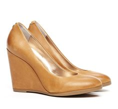 Chantal Wedge >> Nice neutral color!