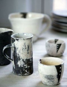 designer birgitte rabens ◕ ceramic pottery clay tass mug pichet noir et blanc black and white Ceramic Tableware, Ceramic Decor, Ceramic Cups, Ceramic Pottery, Ceramic Art, Kitchenware, Earthenware, Stoneware, Cerámica Ideas