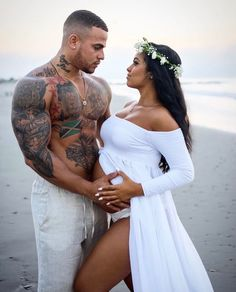 Tattoos for women: totally recommended designs! Maternity Pictures, Pregnancy Photos, Black Couples, Cute Couples, Beautiful Couple, Beautiful Men, Simply Beautiful, Images Aléatoires, Alternative Wedding Dresses