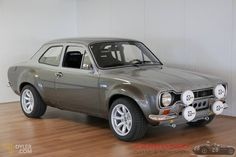 This car is my dream ride. So trendy car ford Ford Rs, Car Ford, Ford Trucks, Classic Cars British, Ford Classic Cars, Escort Mk1, Ford Escort, Retro Cars, Vintage Cars