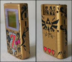 Custom Zelda Gameboy - I just got my sharpies out to try this. realised I suck at art. and sobbed silently. Game Boy, Retro Video Games, Video Game Art, Nintendo Switch Accessories, Custom Consoles, Video Vintage, Gadgets, Custom Art, Legend Of Zelda