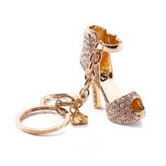 ❤ Chaveiro Carmen Steffens mais must-have da estação! Em formato de sandália e cravejado em cristais, ele é um luxo que toda it-girl deve ter! ✨Keychain Carmen Steffens