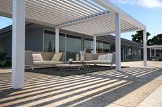 #Exterior #Porche #Terraza #moderno #paisajismo via @planreforma #muebles de exterior #fachada #pergola